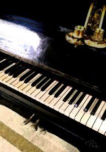 2017 vieux piano avec des vieux chandeliers copier bas def unblog